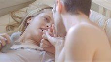 2. Любовная сцена с Терезой Палмер – Одна миллиардная доля