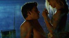 3. Романтическая сцена с Терезой Палмер – Молодые сердца