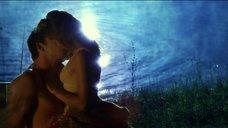 Романтическая сцена с Терезой Палмер
