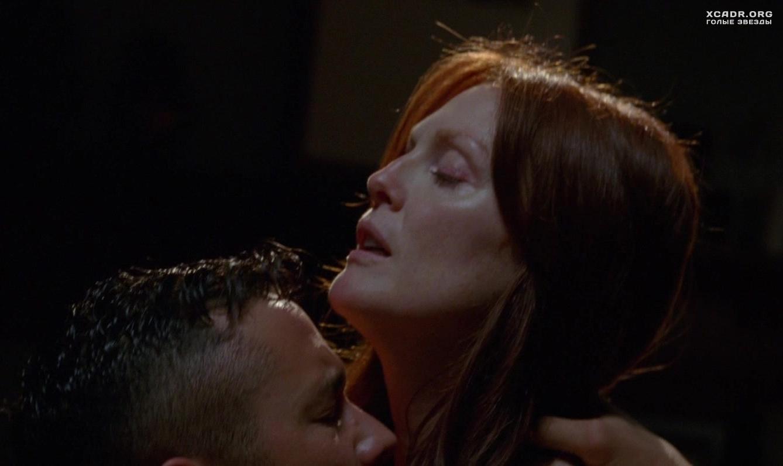 Красивыми голыми эротические сцены с джулианна мур дрочит парню видео две