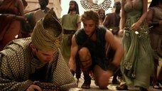 1. Грудь Кортни Итон – Боги Египта