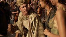 4. Грудь Кортни Итон – Боги Египта