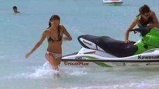 1. Тони Саблан и Джоанна Крупа в купальниках – Макс-разрушитель: Проклятие нефритового дракона