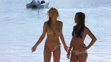 10. Тони Саблан и Джоанна Крупа в купальниках – Макс-разрушитель: Проклятие нефритового дракона
