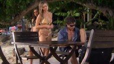 13. Тони Саблан и Джоанна Крупа в купальниках – Макс-разрушитель: Проклятие нефритового дракона