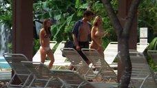 24. Тони Саблан и Джоанна Крупа в купальниках – Макс-разрушитель: Проклятие нефритового дракона