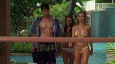 25. Тони Саблан и Джоанна Крупа в купальниках – Макс-разрушитель: Проклятие нефритового дракона