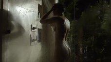 Скин Даймонд плачет под душем