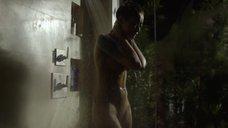 4. Скин Даймонд плачет под душем – Подчинение