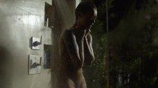 5. Скин Даймонд плачет под душем – Подчинение