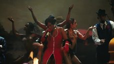 Эва Ла Даре топлес танцует