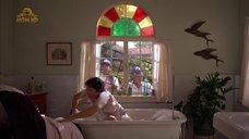 Анжелика Хьюстон принимает ванну