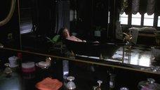 Кэтлин Тернер принимает ванну