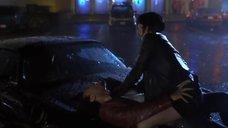 Секс с Кирой Седжвик под дождем