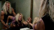 8. Секс с Андреа Ланги в туалете – Рестлер