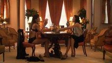 1. Рэйчел Шелли и Сандрин Холт играют в карты на раздевание – Секс в другом городе