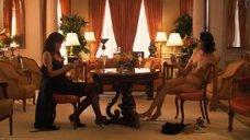 10. Рэйчел Шелли и Сандрин Холт играют в карты на раздевание – Секс в другом городе