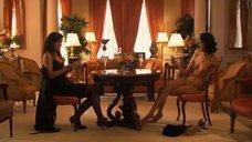 11. Рэйчел Шелли и Сандрин Холт играют в карты на раздевание – Секс в другом городе