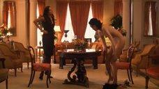 18. Рэйчел Шелли и Сандрин Холт играют в карты на раздевание – Секс в другом городе