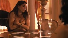 7. Рэйчел Шелли и Сандрин Холт играют в карты на раздевание – Секс в другом городе