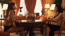 8. Рэйчел Шелли и Сандрин Холт играют в карты на раздевание – Секс в другом городе