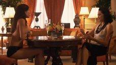 9. Рэйчел Шелли и Сандрин Холт играют в карты на раздевание – Секс в другом городе