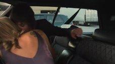 3. Поцелуй Кристанны Локен и Кэтрин Менниг в машине – Секс в другом городе