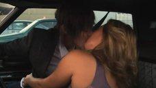 4. Поцелуй Кристанны Локен и Кэтрин Менниг в машине – Секс в другом городе
