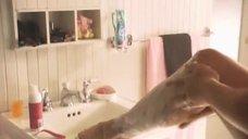 2. Эротическая сцена с Кристанной Локен и Кэтрин Менниг – Секс в другом городе