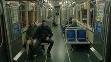 Эмми Россам мастурбируют в метро