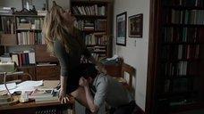 7. Саше Александр делают куннилингус на столе – Бесстыжие
