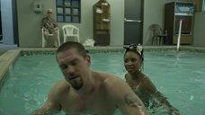 9. Секс с Шанолой Хэмптон в бассейне – Бесстыжие