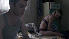 4. Сексуальная Эмма Гринвелл в белье – Бесстыжие