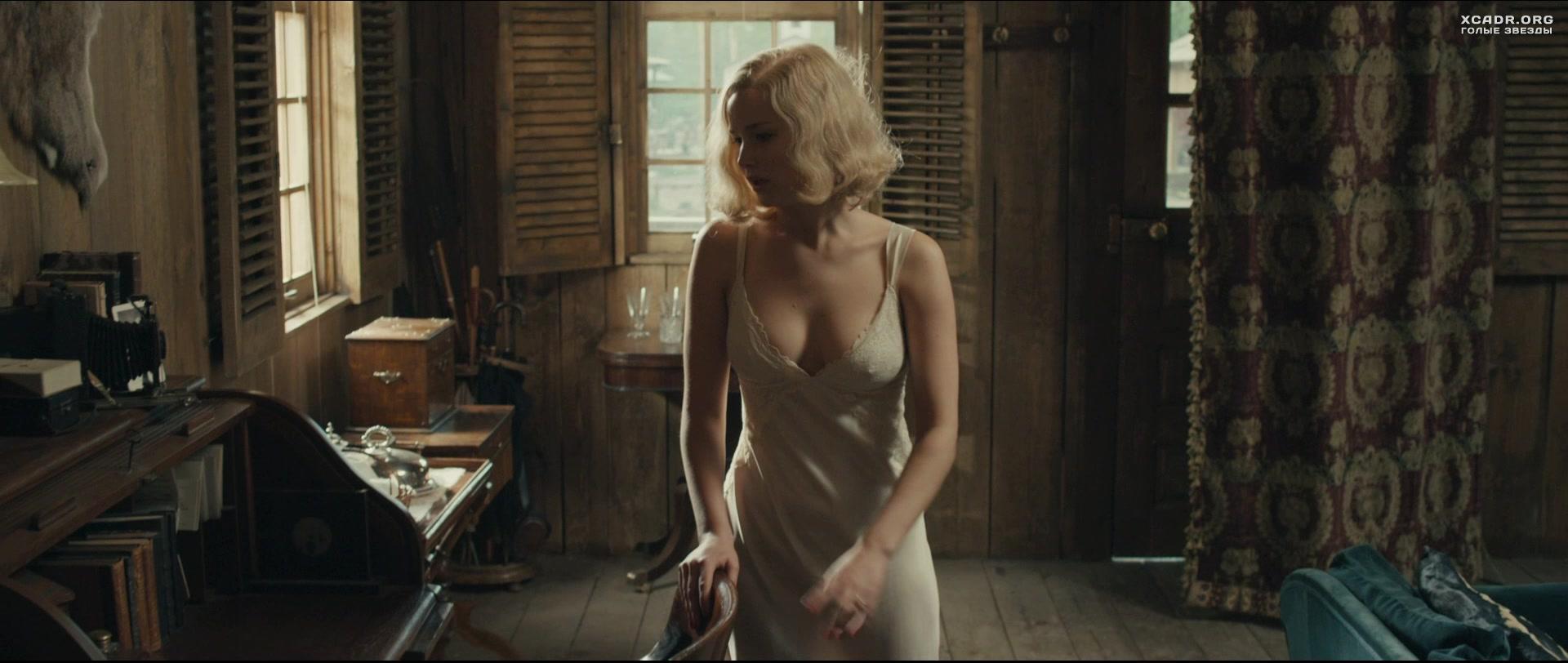 Онлайн фильмы голые бабы, огромные сиськи в лифчике видео