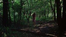 10. Полностью голая Камилль Китон после изнасилования в лесу – День женщины