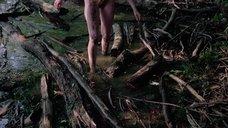 13. Полностью голая Камилль Китон после изнасилования в лесу – День женщины