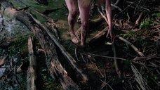 14. Полностью голая Камилль Китон после изнасилования в лесу – День женщины