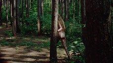 17. Полностью голая Камилль Китон после изнасилования в лесу – День женщины