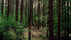 20. Полностью голая Камилль Китон после изнасилования в лесу – День женщины
