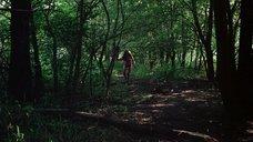 9. Полностью голая Камилль Китон после изнасилования в лесу – День женщины