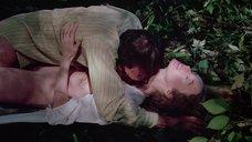 Эротическая сцена с Камилль Китон