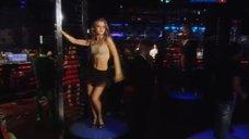 Анна Михайловская эротично танцует