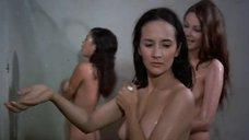 2. Пэм Гриер и Маргарет Марков принимает душ в тюрьме – Черная мама, белая мама
