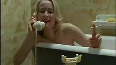 11. Голая Дженнифер Эль принимает ванну – Ромашковая поляна