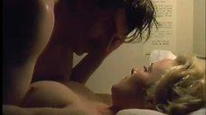 Секс сцена с Дженнифер Эль в поезде