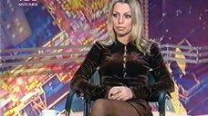 1. Ноги Ирины Салтыковой в колготках