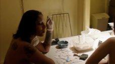 Полуголые девушки фасуют наркотики