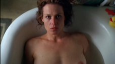 Совместный прием ванны с Сигурни Уивер
