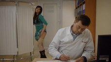 11. Девушка одевает трусики на приёме у доктора – День святого Валентина