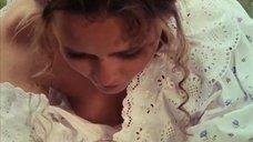 Дарья Повереннова засветила грудь